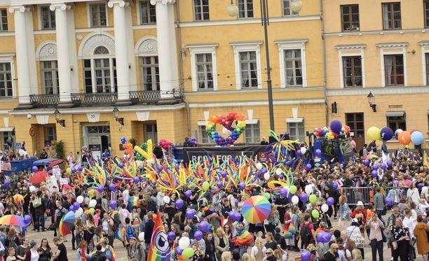 Pride-kulkue marssii tänään Helsingin läpi.