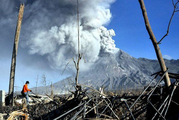 Tulivuori on ajanut kodeistaan pakosalle lähes 400 000 ihmistä.