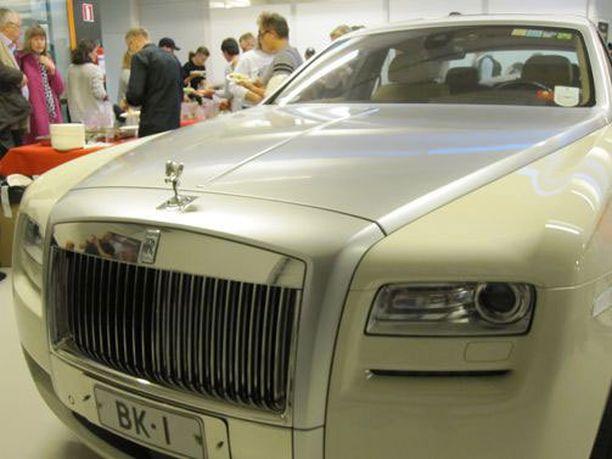 Mira Potkonen ja valmentaja Maarit Teuronen tuotiin salin sisälle saakka pramealla Rolls Royce -kyydillä.