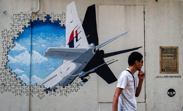 Malesian liittovaltion pääkaupungissa Kuala Lumpurissa lennon MH370 katoaminen on toiminut myös isona katutaiteen inspiraationa.