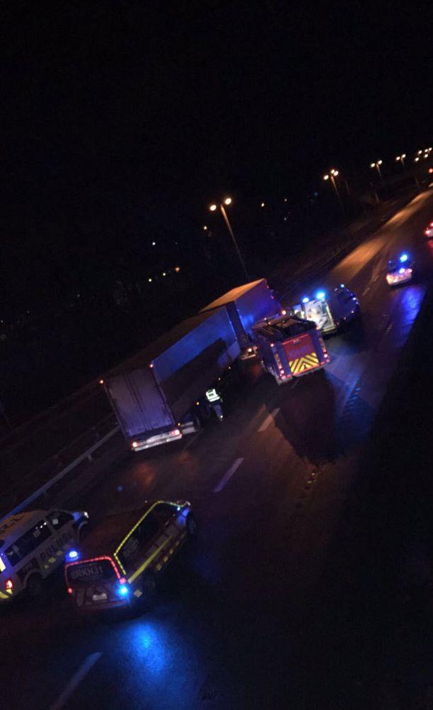 Onnettomuus sattui Hämeenlinnan keskustan kohdalla Kolmostiellä.