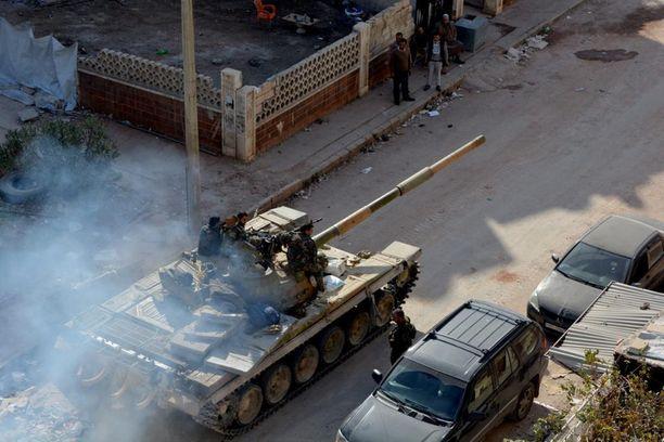 Syyrian hallituksen panssarivaunu Aleppossa.