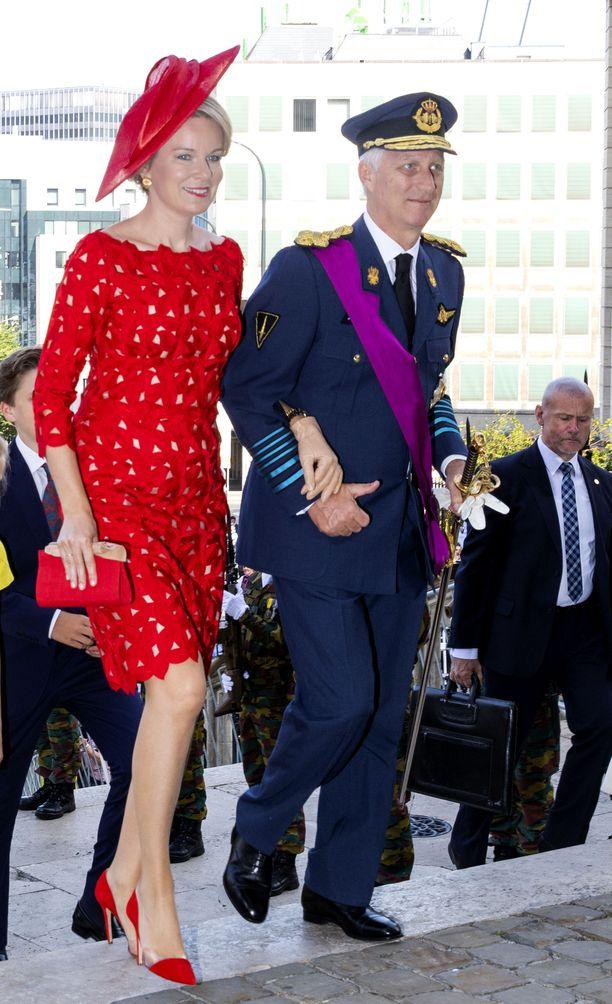Kuningas Philippe komeassa univormussaan.