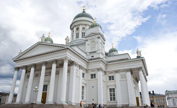 Iltalehden lukijat kertoivat eroavansa kirkosta saadakseen rahaa kesälomareissuihin.