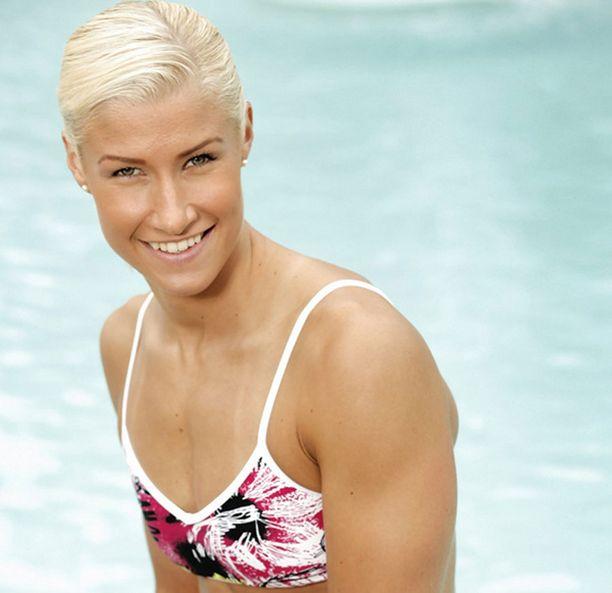 Hanna-Maria Seppälä taitaa pitää uintikilpailuista.