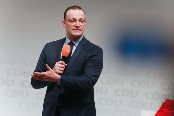 Jens Spahn aloitti nuorena kansanedustajan työt ja valmistui vasta myöhemmin maisteriksi.