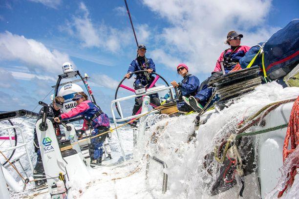 11 naista kohtasi elämänsä suurimman haasteen, kun he osallistuivat Volvo Ocean Race -purjehduskisaan.