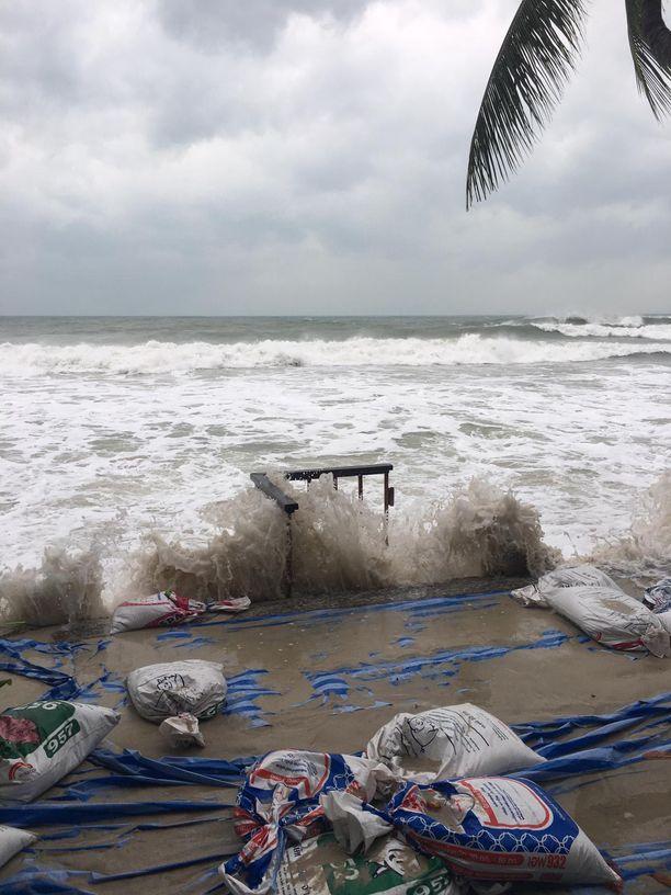 Pabuk-myrsky on nostanut merenpintaa Koh Samuilla.