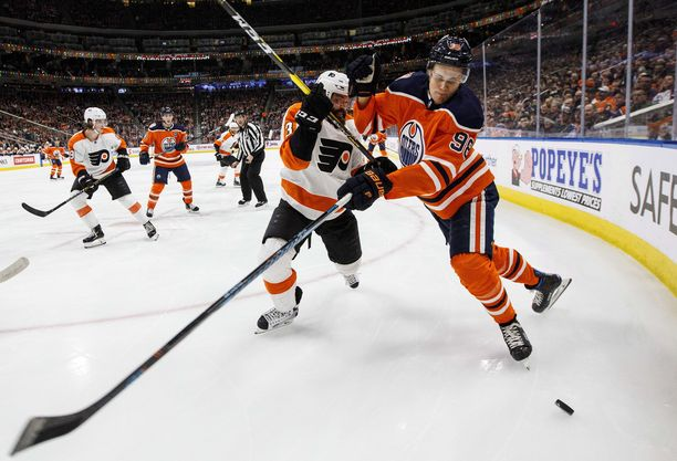 Jesse Puljujärvi pelaa kolmatta kauttaan NHL-kiekkoa.