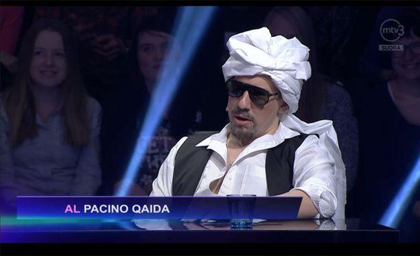 Tällä kertaa Aku Hirviniemi esiintyi al-Qaidan terroristin ja näyttelijä-ohjaaja Al Pacinon risteytyksenä.