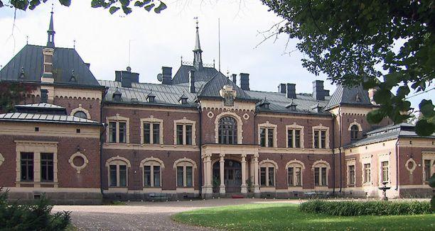 Kreivisuku Creutz asuu Malmgårdin kartanossa Pernajassa.