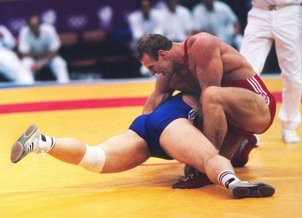 Aleksandr Karelinin mankeli oli yleensä armoton. Tässä käsittelyssä on Rangel Gerowski Soulin olympiafinaalissa kesällä 1988.
