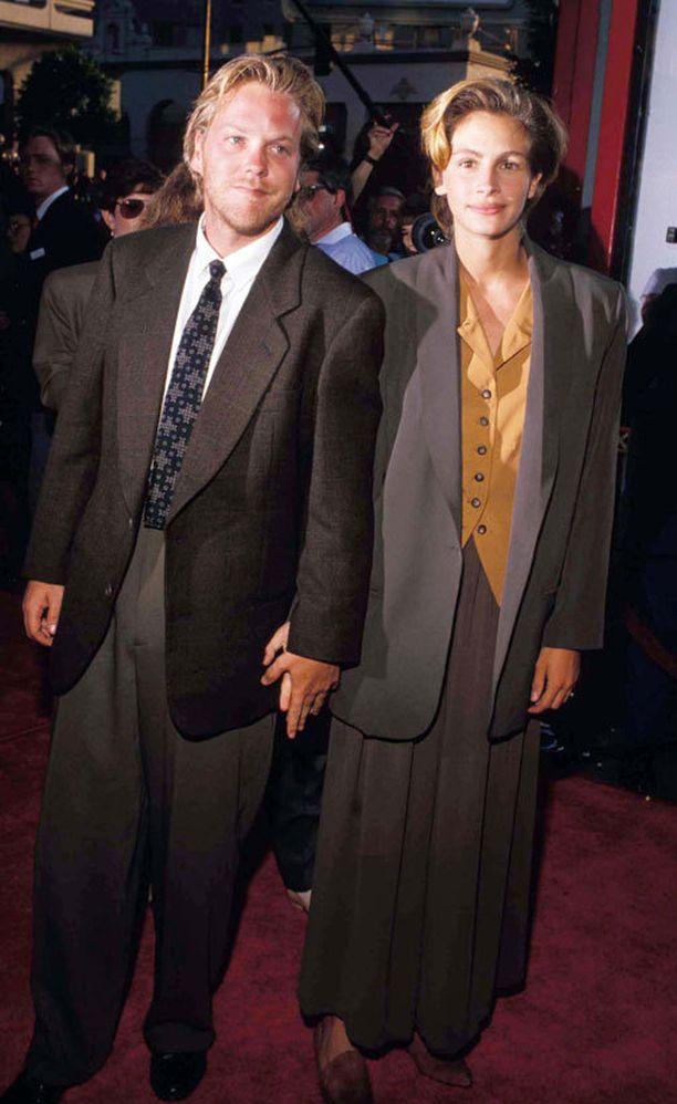 Mukavuus edellä. Julia edusti punaisella matolla tässä lookissa vuonna 1990.
