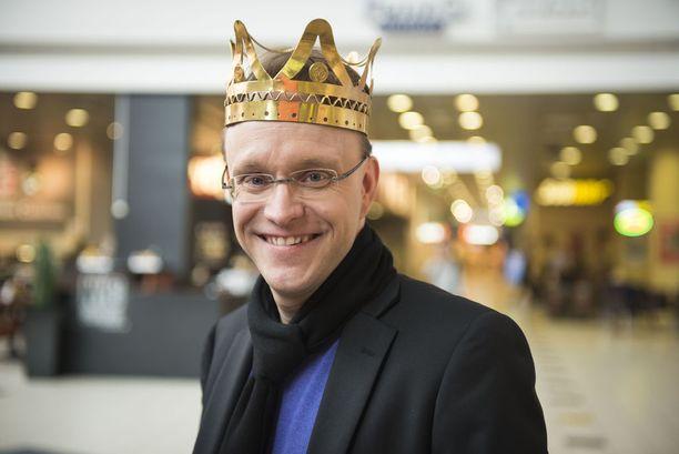 """Lindström on kuninkaana vetänyt 5-6 keikkaa viikossa. """"Kun olen kotona, yritän oikeasti olla läsnä""""."""