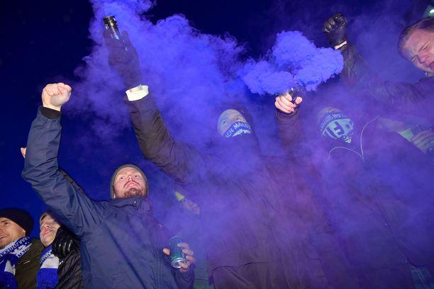 Huuhkaja-karnevaali on saanut alkunsa Narikkatorilla.