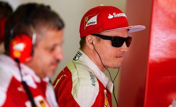 Kimi Räikkösen jatko Ferrarilla ei ole jäämässä ainakaan otteista kiinni.