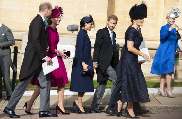 Osittain auki lepattanut takki teki tepposet herttuattarelle.