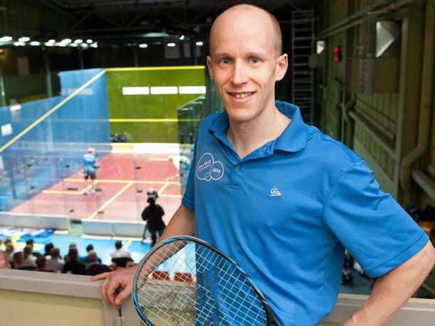 Olli Tuominen on kiertänyt ammattilaiskisoissa yli 20 vuotta. Mies on squashin maailmanlistalla sijalla 54. Parhaimmillaan hän on ollut sijalla 13.