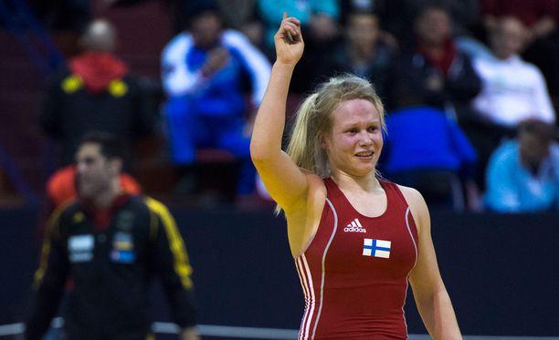 Kyseessä on suomalaisen aikuisnaispainin kaikkien aikojen kovin saavutus.