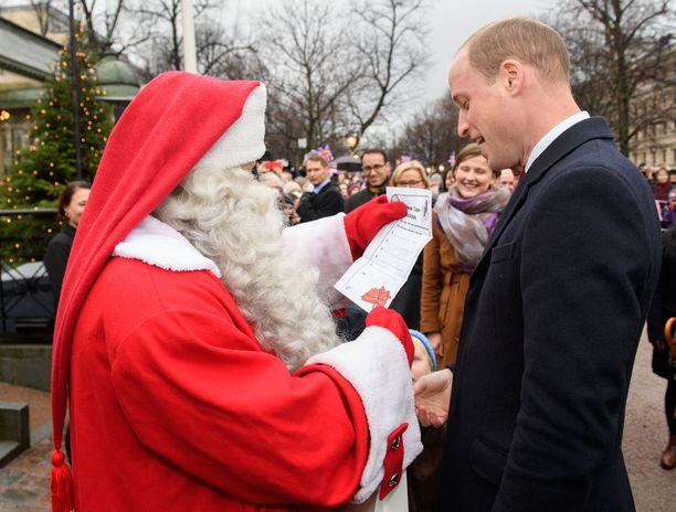 Prinssi William toi poikansa joulutoivelista pukille.