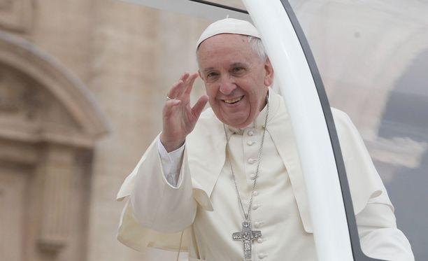 Paavi Franciscus aloittaa tänään kaksipäiväisen vierailun Kairoon, jossa hän tapaa maan kristittyjen ja muslimiyhteisön johtajia.