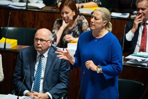 Kansanedustajat Eero Heinäluoma ja Jutta Urpilainen eduskunnan täysistunnossa viime lokakuussa.