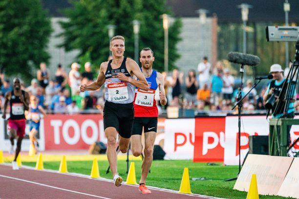 Topi Raitanen juoksi Joensuun GP-kisoissa heinäkuussa uusilla Adidaksen piikkareilla 3 000 metrin ennätyksensä.