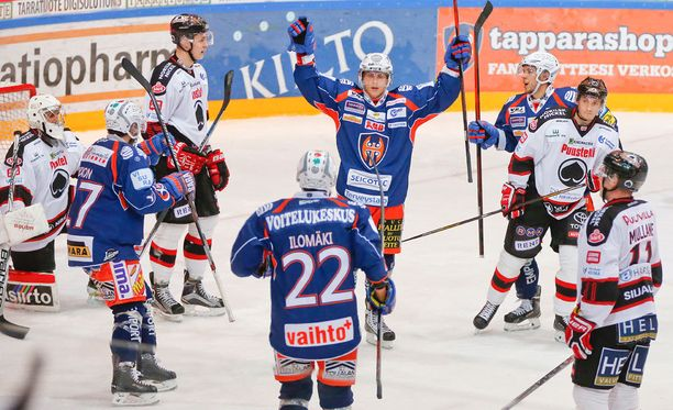 Veli-Matti Savinainen tuuletteli tiistaina Tapparan paidassa osumiaan entistä seuraansa Ässiä vastaan.