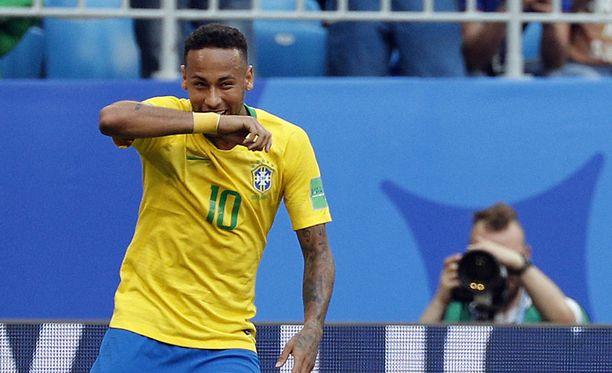 Neymarilla oli hauskaa tuuletuksensa kanssa.