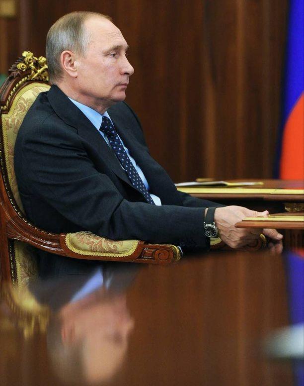 "Vladimir Putin haluaa muodostaa ""uuden KGB:n""."