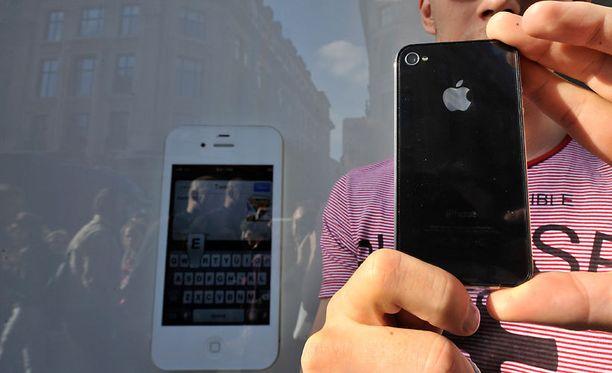 Iphone-käyttäjät epäilevät, että haittaohjelma hukkaa yhteystietoja.