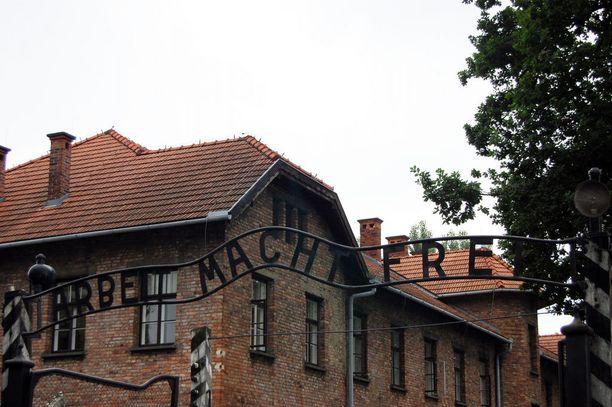 Keskitysleirin surullisenkuuluisa Arbeit Macht Frei -kyltti varastettiin vuonna 2009 ja saatiin takaisin kolmessa osassa.