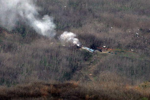 Kuva onnettomuuspaikalta Calabasasista Kaliforniasta 26.1.2020. Helikopteri oli ollut liikkeellä sumuisessa säässä uutistoimisto AFP:n mukaan.