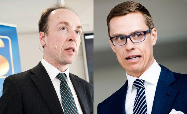 Perussuomalaisten Jussi Halla-aho karsastaa euroa ja tukipaketteja, mutta kannattaa Nato-jäsenyyttä. Alexander Stubb edustaa vaalien EU-, Nato- ja euromyönteistä kokoomuspäätä.