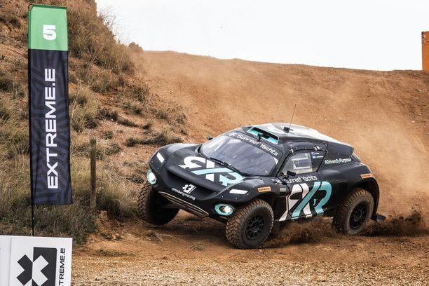 Tällaisilla sähköautoilla Extreme E:ssä kruisaillaan.