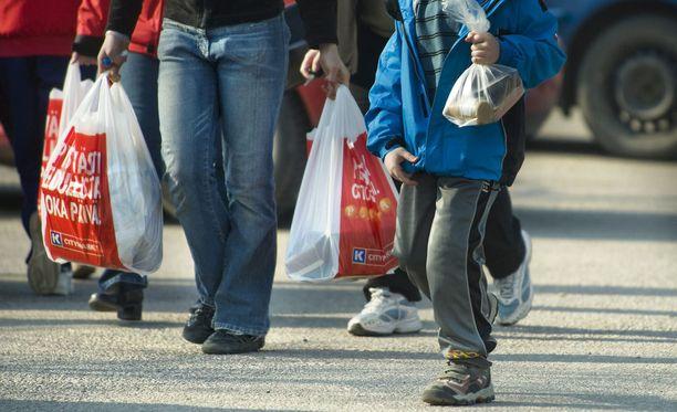 Suomessa ympäristöministeriö ja Kaupan liitto ovat asettaneet tavoitteita muovikassien kulutuksen vähentämiselle.