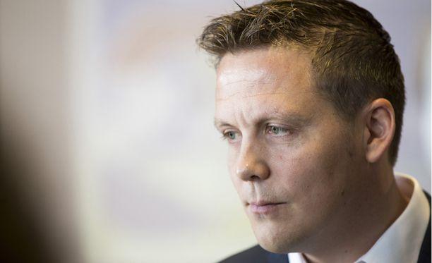 Leijonien päävalmentaja Lauri Marjamäki on esitellyt pelaajille kaikkien roolit.