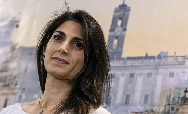 Virginia Raggi on kaikkien aikojen ensimmäinen naispuolinen pormestari Roomassa.