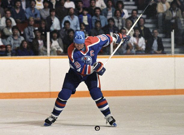Wayne Gretzky kävi jopa hypnoterapeutilla selättääkseen lentokauhunsa.