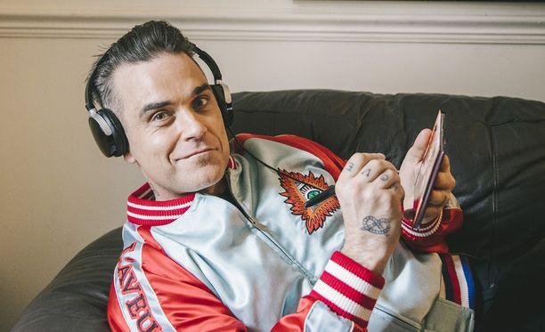 Robbie Williams ylistää Saara Aallon ääntä.