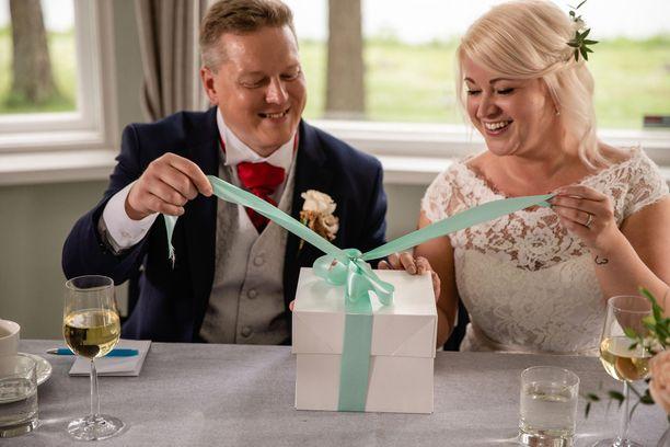 Matti ja Mira avioituivat suosikkisarjassa ensitreffeillä.