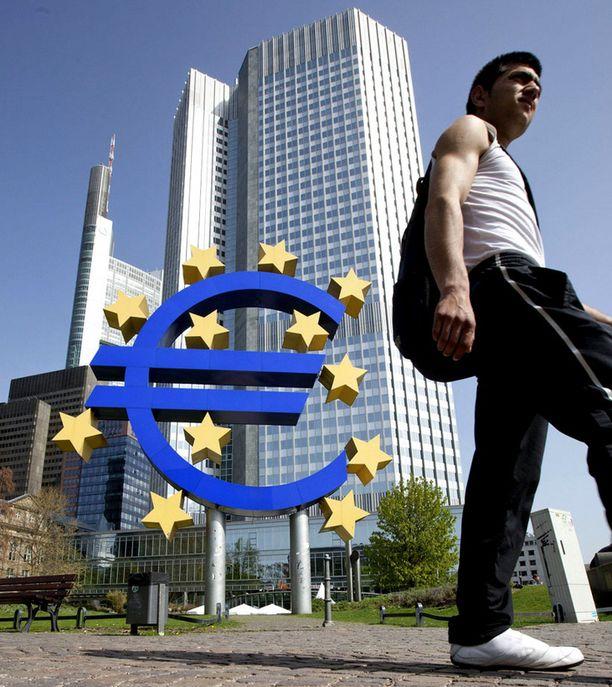 Euroa ohjailevan Euroopan keskuspankin pääkonttori sijaitsee Frankfurtissa Saksassa.