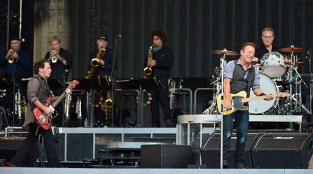 16-päinen E Street Band on hioutunut vuosien varrella Brucen toiseksi perheeksi.