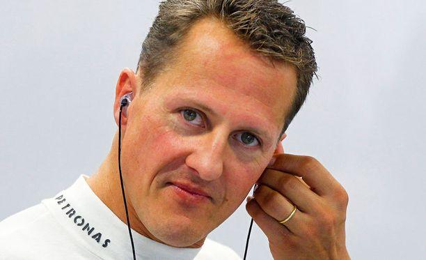 Ranskalaistoimittaja väitti, että Michael Schumacherin loukkaantumisen aiheutti kypäräkameran kiinnitys.