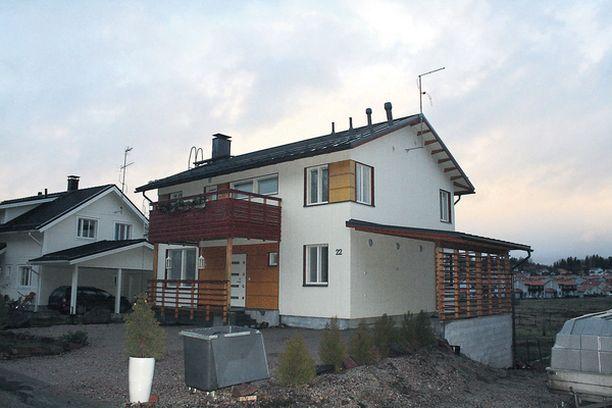Tanja Saarela muutti Espoon Vanttilan asunnosta joulupäivänä uuteen osoitteeseen. Talo oli eilen tyhjillään.