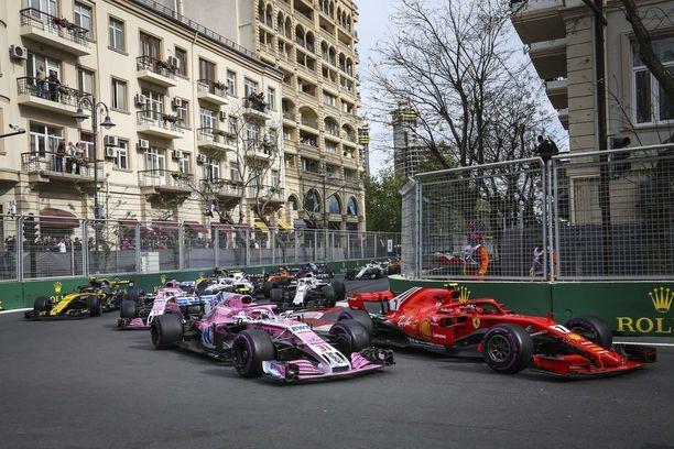 Esteban Oconin (31) kilpailu päättyi keskeytykseen jo ensimmäisellä kierroksella. Kimi Räikkönen (7) nousi avauskierroksen rytäkästä huolimatta lopputuloksissa toiseksi.