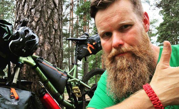 Rakas pyöräilyharrastus ja metsässä liikkuminen ovat olleet Jaska Hattuselle voiman lähteitä silloin, kun sairaus on saanut mielen matalaksi.