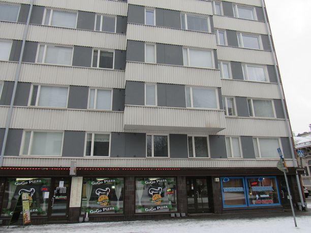 Tarjoilija Pasi Aaltonen surmattiin omassa asunnossaan Satamakatu 5 C: ssä.