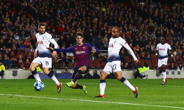 Lucas Moura tasoittaa ja vie Tottenhamin jatkoon.