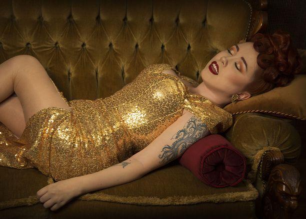 Florrie von Cloudberry ei ole varsinaisesti kiinnostunut kilpailemisesta. Las Vegasissa järjestetyssä pin up -mallikilpailussa voitto tuli parhaasta pukeutumisesta.